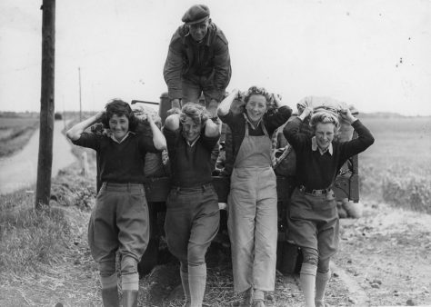Harry Curling, Grace Harrison and Other Landgirls