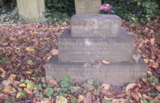Gravestone of LOWNDES Charles Edward 1932