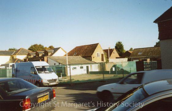 Knoll Garage, High Street.  23 September 2003.