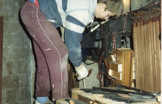 Dismantling the organ in the church. 1989