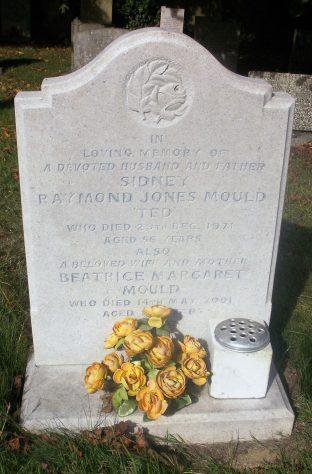 Gravestone of MOULD Sidney Raymond Jones 1971; MOULD Beatrice Margaret 2001