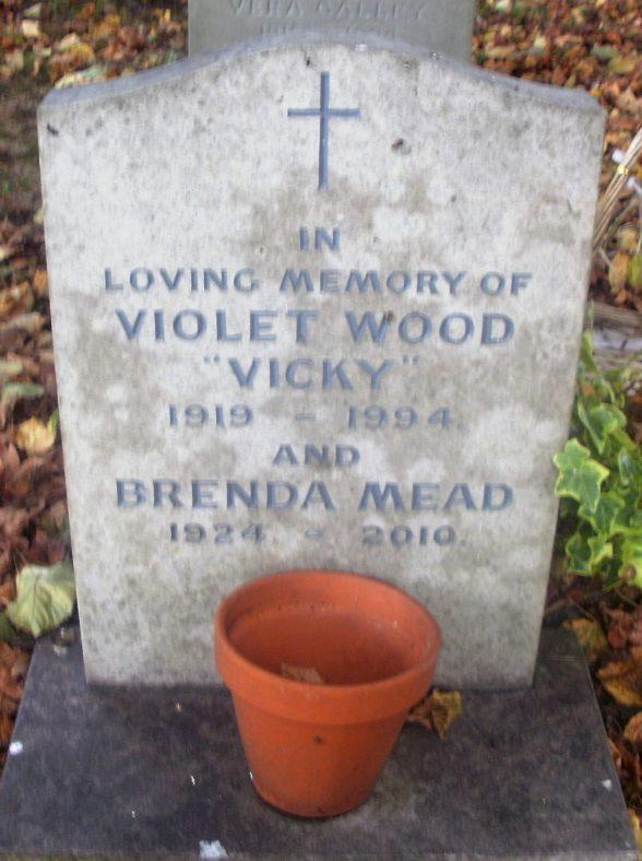 Gravestone of MEAD Brenda Daphne Douglas 2010; WOOD Violet Beatrice 1994   Dawn Sedgwick