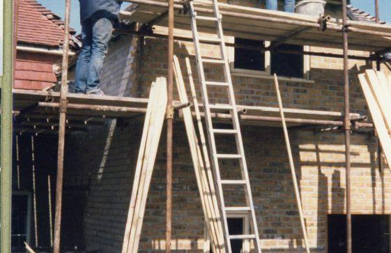 Building works behind NatWest building, High Street. 24 April 1985.