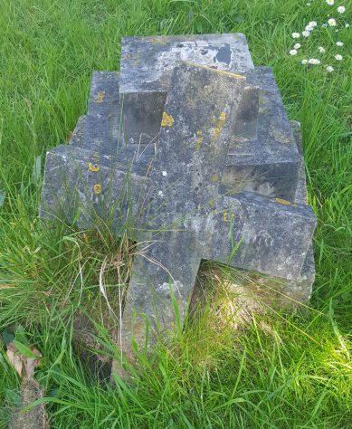 Gravestone of DILNOT Elizabeth Hammond 1901; DILNOT Thomas 1902