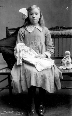 Young Annie Sharpe with her dolls