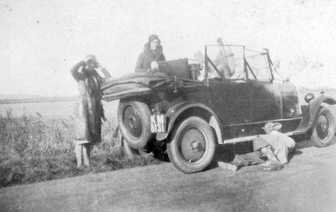 Broken down car. 1920/30s