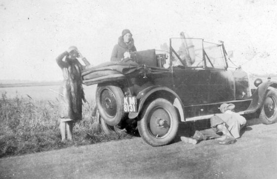 Broken down car. 1920/30s