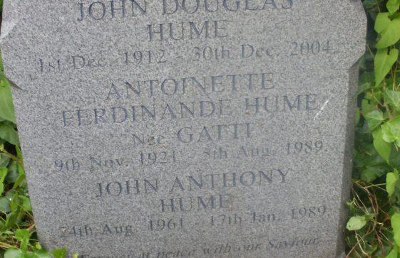 Gravestone of HUME John Douglas 2004; HUME Antoinette Ferdinande 1989; HUME John Anthony 1989