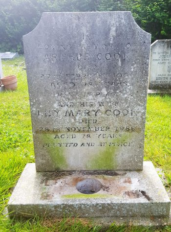 Gravestone of COOK Arthur 1986; COOK Lily Mary 1989