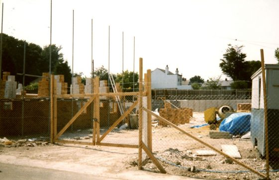Heath Court Flats, Reach Road under construction. c1988
