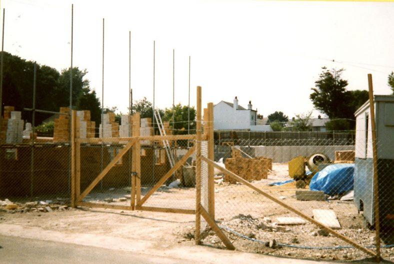 Heath Court Flats, Reach Road under construction. c1988