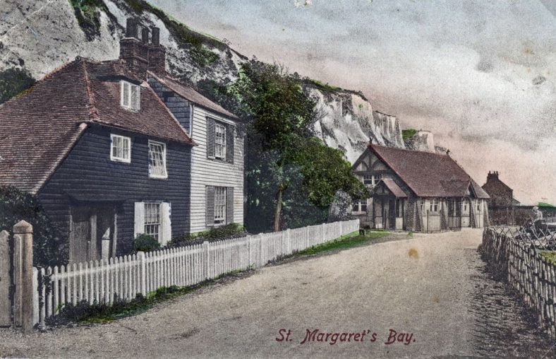 Beechin and Eglington Cottages and the Excelsior Tearooms, St Margaret's Bay, sent to EW Newman, postmarked 3 November 1907