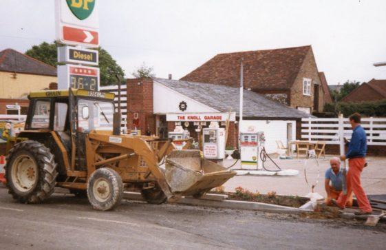 Knoll Garage, High Street 1986