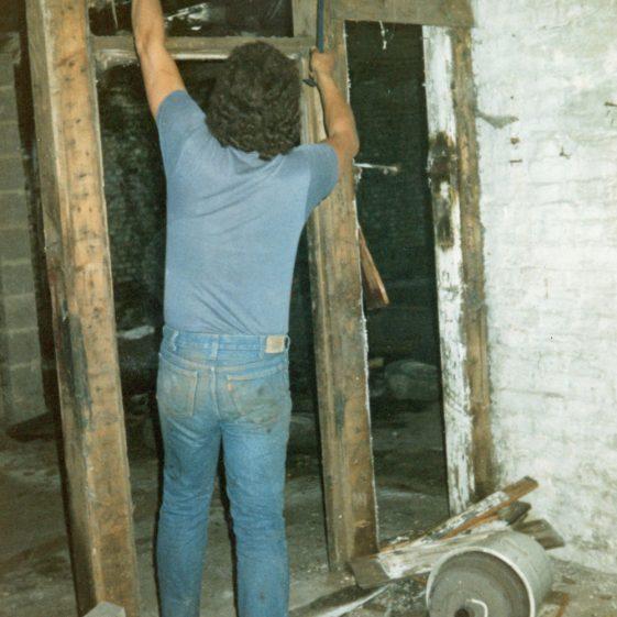 Demolition of Wellard's Mews (Jenner's Garage), Chapel Lane. 3rd September 1986