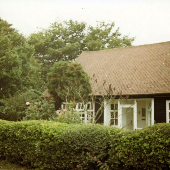 The bungalow 'Woodcote' and surrounds, before demolition and construction of more bungalows at end of The Droveway. 1986