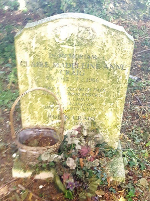 Gravestone of CRAIG Clair Madelaine Anne 1966; CRAIG Robin 2007 | Dawn Sedgwick
