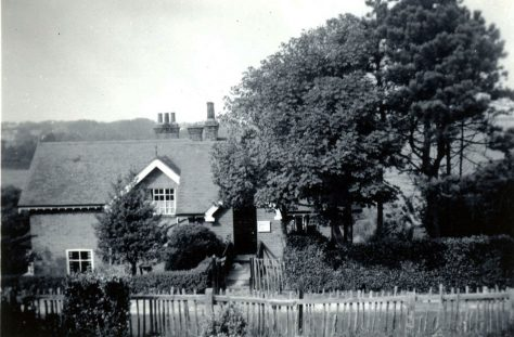 Bridge Cottage, The Droveway.  early 20th century