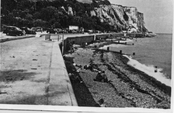 A view looking along the promenade NE across the Bay. 1950's