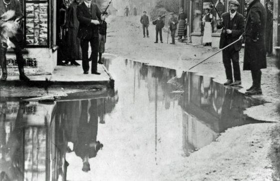Flood water in the High Street. December 1910