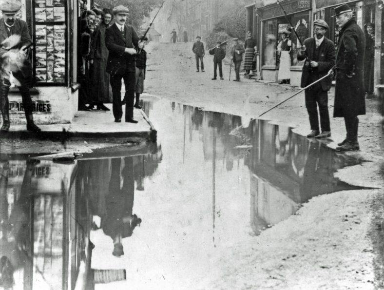 Flood water in the High Street. December 1910