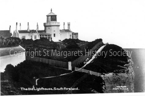 Lower South Foreland Lighthouse and keeper's cottage.  c1900