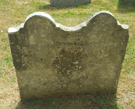 Gravestone of FINNIS Robert 17... ; FINNIS Elizabeth 1732