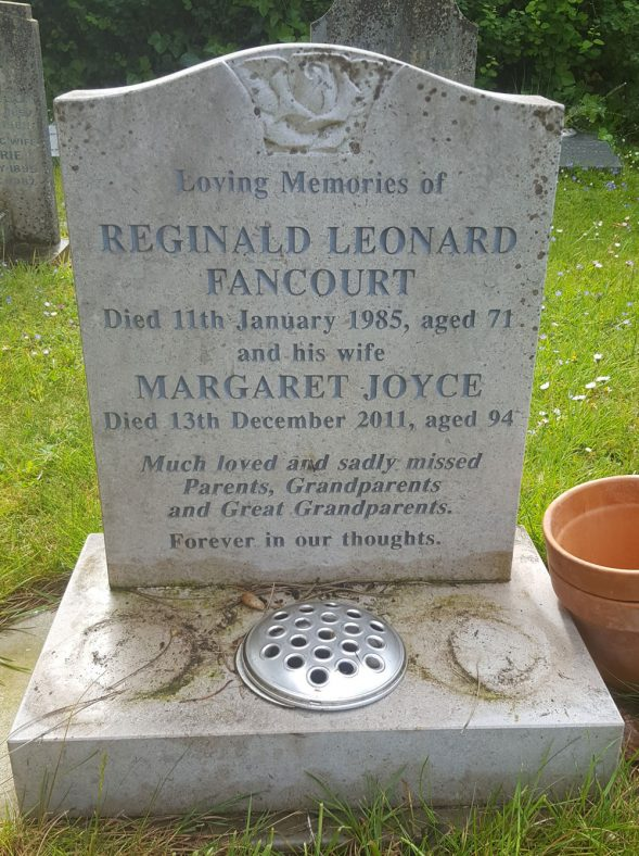 Gravestone of FANCOURT Reginald Leonard 1985; FANCOURT Margaret Joyce 2011 | Dawn Sedgwick