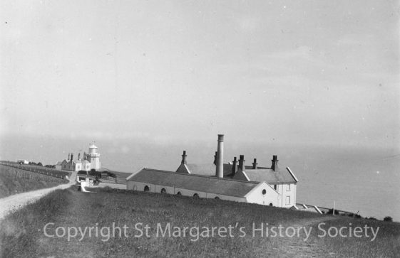Lower South Foreland Lighthouse, power house and keeper's cottages. pre 1922