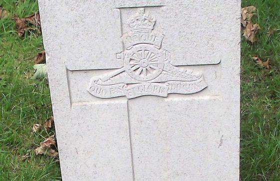 Gravestone of PETTITT N L 1942