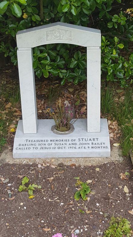 Gravestone of BAILEY Stuart 1976 | Dawn Sedgwick