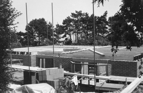 Construction of The Bumbles, St Margaret's Road. 27 July 1984