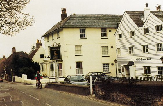 Cliffe House and Cliffe Tavern, High Street.  1990s