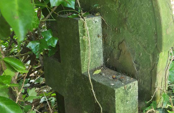 Gravestone of CLEAL Edward 1903; Gravestone of HORNER Reginald George 1904