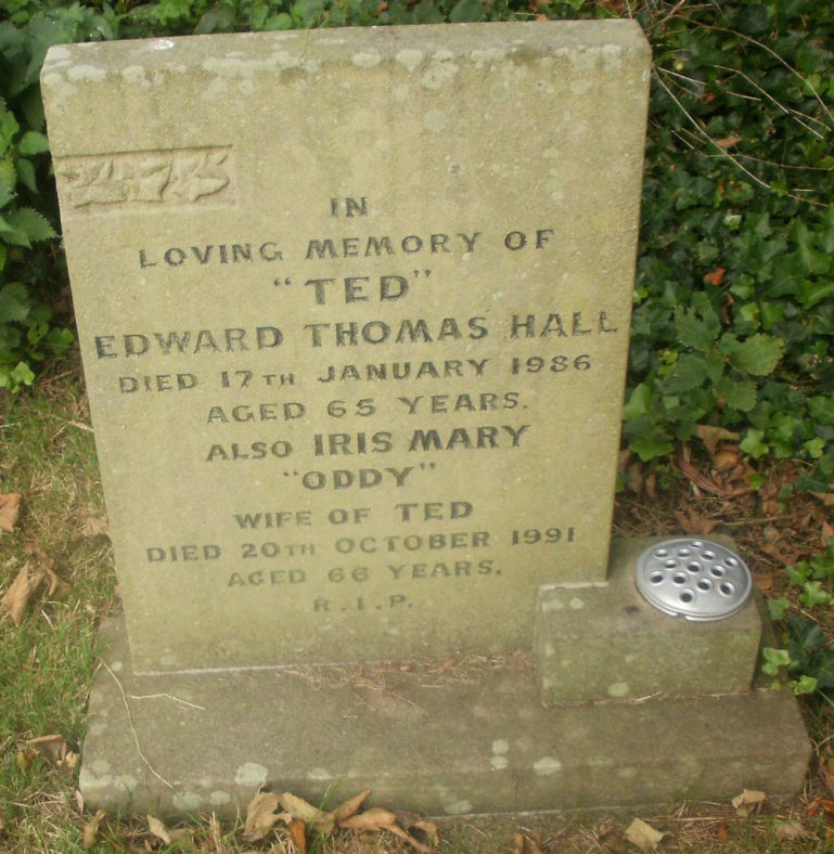 Gravestone of HALL Edward Thomas 1986; HALL Iris May 1991 | Dawn Sedgwick