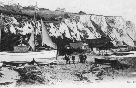 Boats on St Margaret's Bay beach. 1905 - 1907