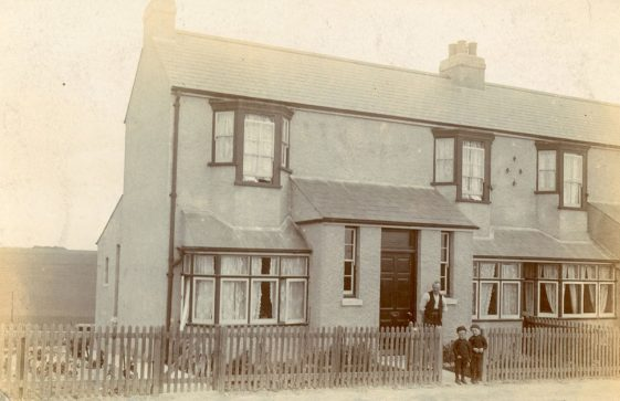 'Paardeburg' (no 87) Kingsdown Road and the Nobbs family. c1914