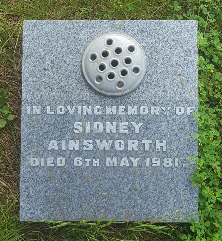 Gravestone of AINSWORTH Sidney 1981