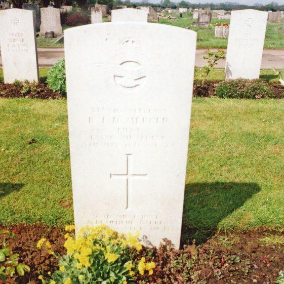Sergeant Mercer, Spitfire Pilot, forced landing St Margaret's Bay.  May 1941
