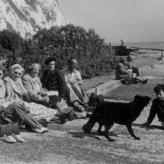 Denoon family and friends on the foreshore c.1950/51