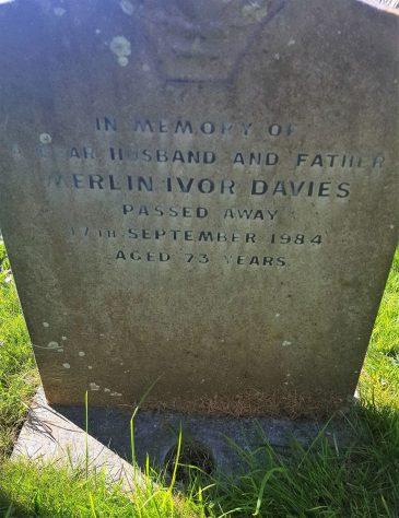 Gravestone of DAVIES Merlin Ivor 1984