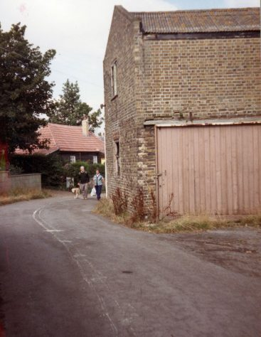 Jenners Garage (previously Wellard's Livery Stables) and Groves Cottage, Chapel Lane. 1984