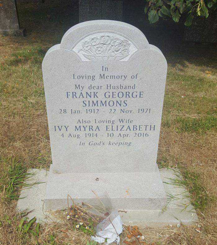 Gravestone of SIMMONS Frank George 1971; SIMMONS Ivy Myra Elizabeth 2016 | Dawn Sedgwick