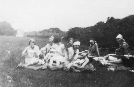 Bockhill Farm: Women at a picnic. 1920/30