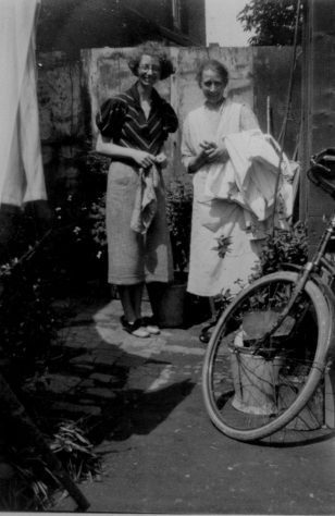 Alice Newman and Mildred Newman in the backyard of 3 Curling Cottages, The Avenue