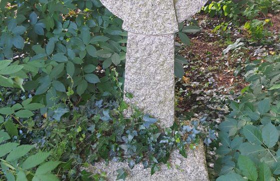 Gravestone of BARBER Eileen Florence 2002; BARBER Lionel William 1967