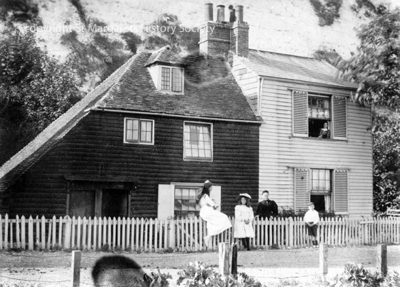 Beechin and Eglinton Cottages in the Bay with five people. c1907