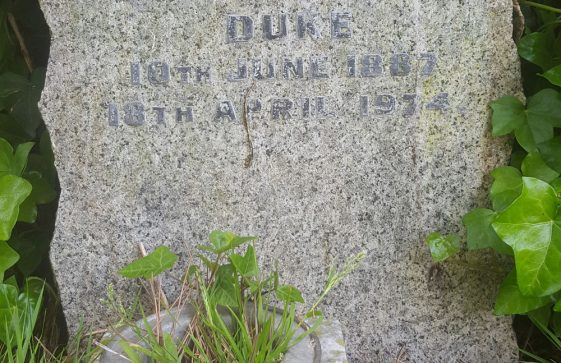 Gravestone of DUKE William Erskine 1974