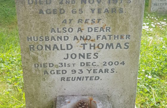 Gravestone of JONES Freda Mary 1973; JONES Ronald Thomas 2004