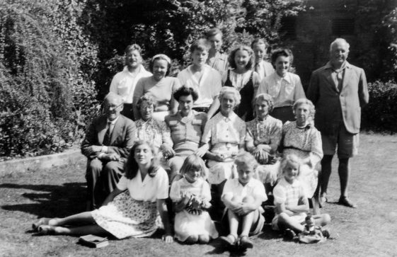 Group photograph at Cliffe Hotel. 1947