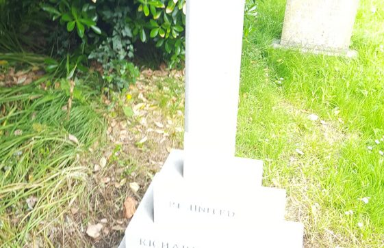 Gravestone of SAVAGE Richard Morris 1966; SAVAGE Eileen Ethel 1975